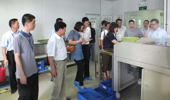 随后,临安印制电路板行业协会的代表们来到博敏兴电子有限公司,刘