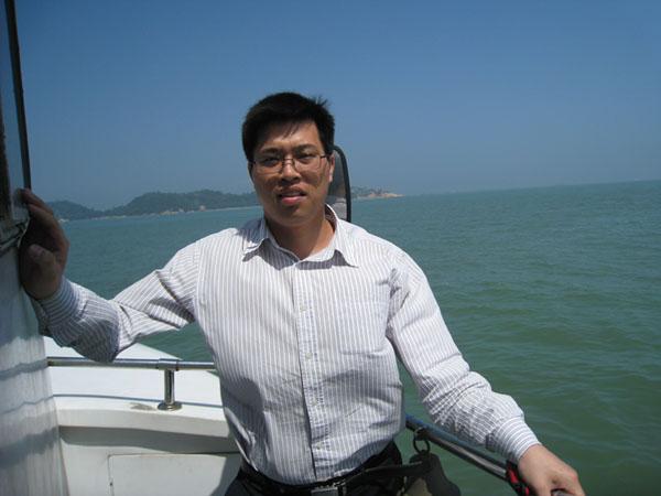 网 址 :www.gd-hzlaw.com.   Q Q :63048078     律师简介:   张涛律师,男,郑州大学法律本科,现为广东华篆律师事务所合伙人律师。   张涛律师自2002年开始接触线路板,先后在崇达、明阳公司工作。对线路板的制作和行业规定有一定了解,同时对该行业也很热爱。投身于法律行业后,也积极把法律和线路板企业联系起来,更好的服务于线路板企业。张涛律师先后办理线路板行业上百宗各种民商纠纷案件,成功为委托人完成各项代理,保障了委托人各方面的合法权益,尤其是线路板公司货款的催收和应